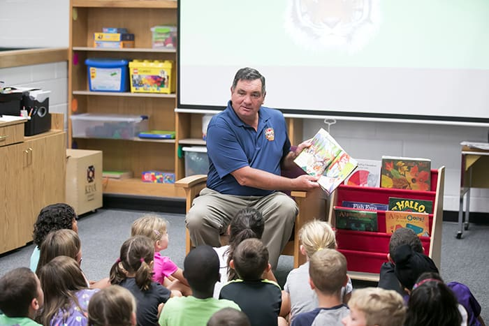 Maryland Secretary of Agriculture Joseph Bartenfelder reads to students.